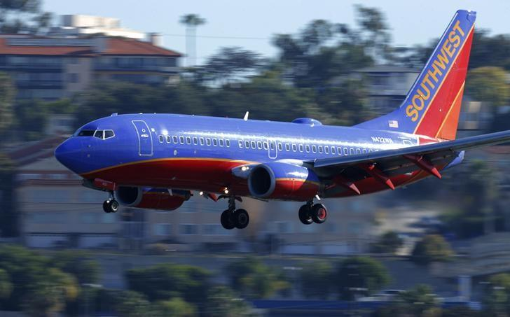 A Southwest Airlines jet comes in to land at Lindbergh Field in San Diego, California February 25, 2015. REUTERS/Mike Blake